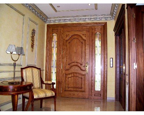 Decoracion de puertas de madera top puerta doble de iroco for Adornos puertas madera