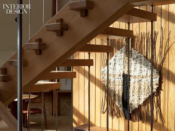 Una casa de madera piedra y cristal por nancy copley en - Casas con estructura de madera ...