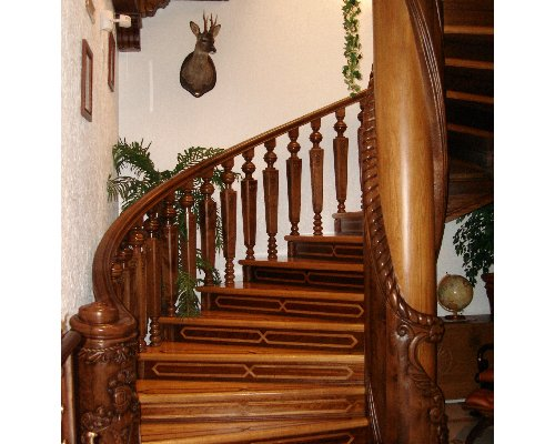 Handcrafted staircase Ruarte Contract