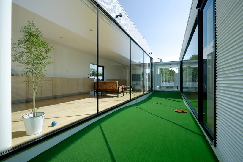 Mini golf in interior garden @RuarteContract
