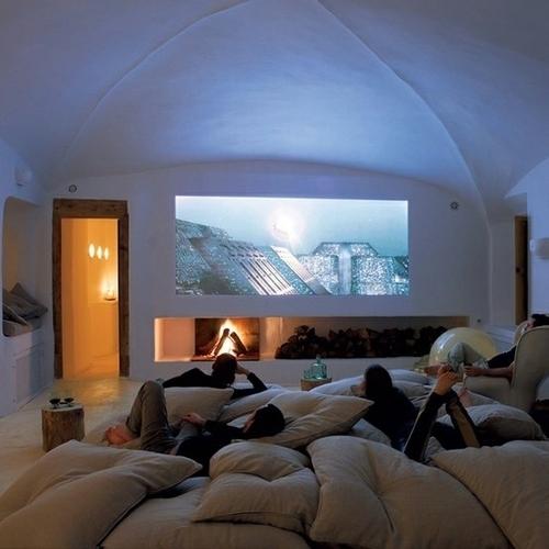 Sala para ver cine @RuarteContract alta decoración en madera