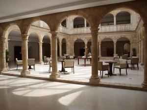 Decoración-y-amueblamiento-integral-Hotel-Spa-Palacio-del-Infante-Don-Juan-Manuel-Belmonte-Cuenca-4-@RuarteContract-castillos-hoteles-contract-carpintería-decoración-mueble