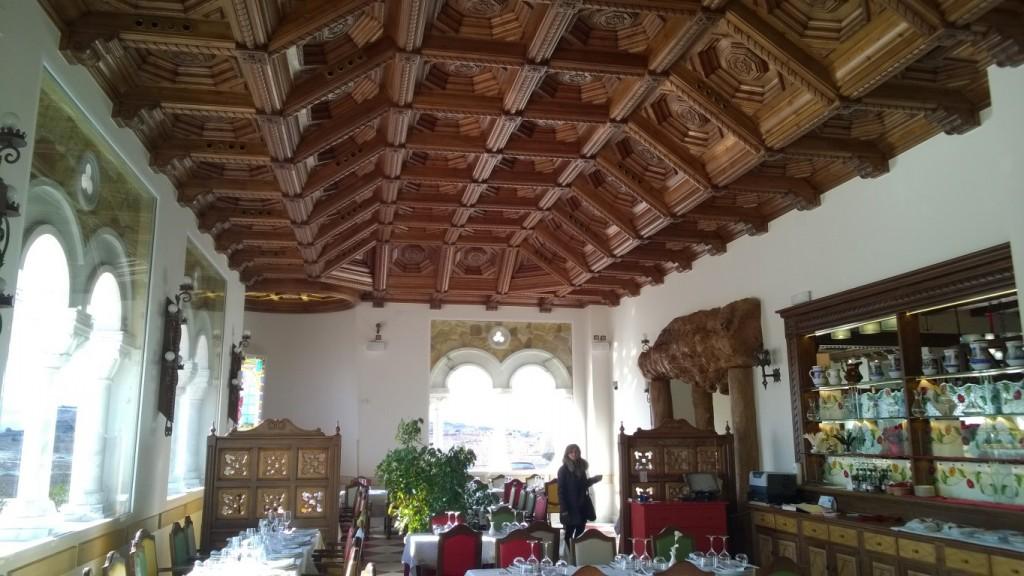 Diseño, construcción e instalación de decoración en madera, techos, puertas y mueble Restaurante Castillo de Izán Burgos @RuarteContract (13) (Medium)