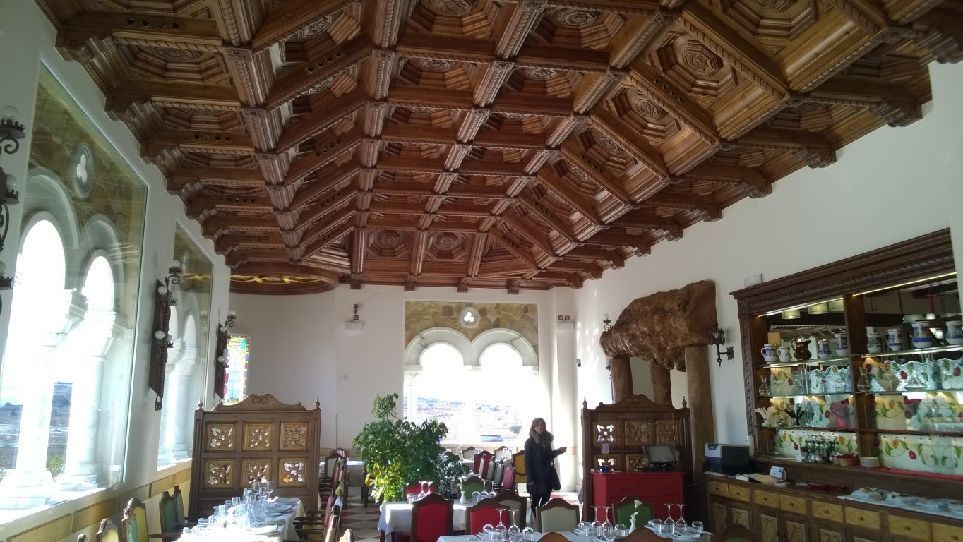 Restaurante castillo de iz n masterclass de artesonados y for Decoracion construccion