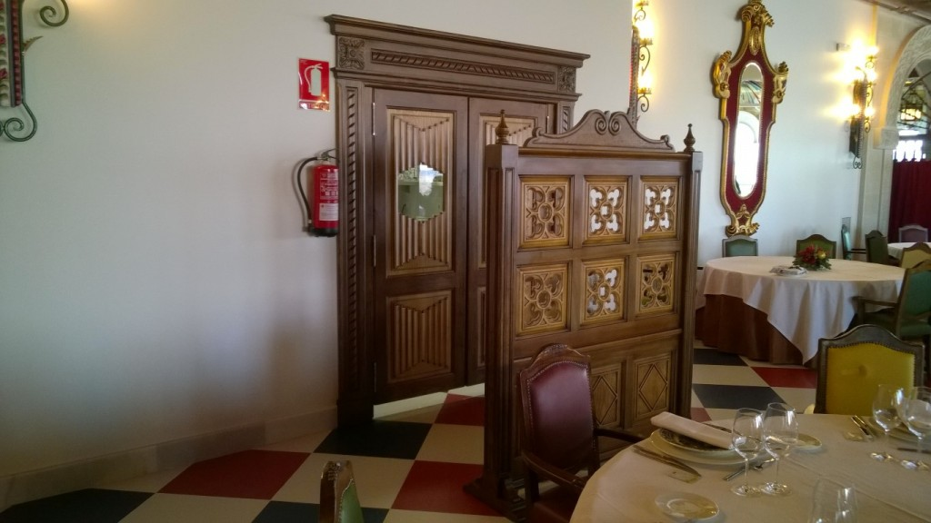 Diseño, construcción e instalación de decoración en madera, techos, puertas y mueble Restaurante Castillo de Izán Burgos @RuarteContract (20) (Medium)