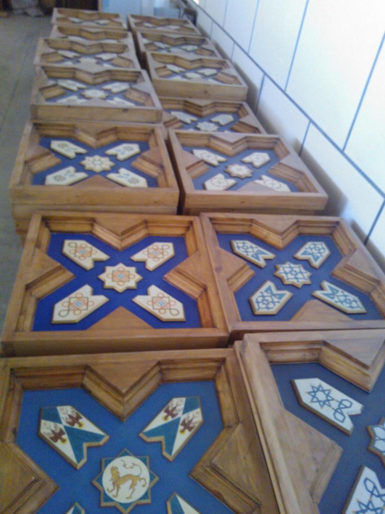 Restaurante castillo de iz n masterclass de artesonados y for Decoracion de madera