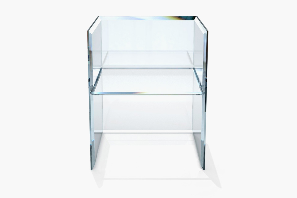 The cutting edge glass furniture of glasitalia by philippe for Philippe starck glass table