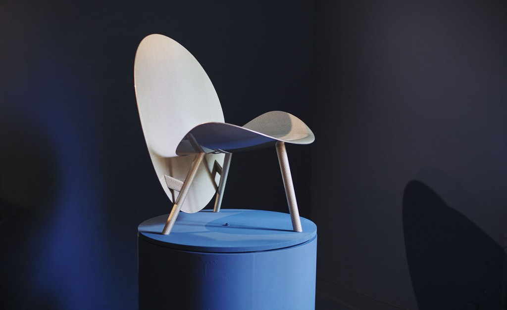 Furniture isaloni 2015 Hypetex's Halo chair is made of carbon fibre. It is so light that you can pick it up with just one hand @RuarteContract