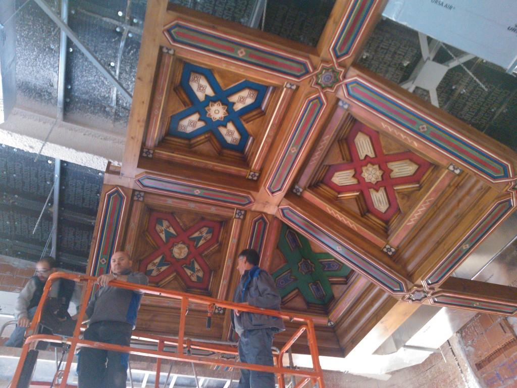Diseño, construcción e instalación de decoración en madera, techos, puertas y mueble Restaurante Castillo de Izán Burgos @RuarteContract (12) (Medium)
