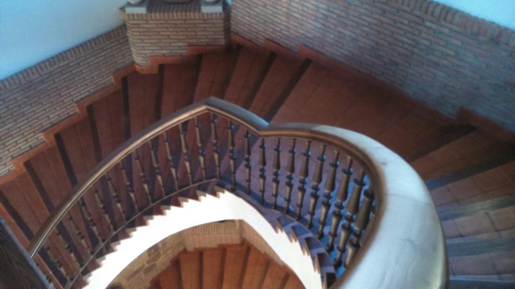 Escaleras de caracol en madera para interiores #escaliers #stairways #carpintería #ebanistas #decoracion #madera @RuarteContract