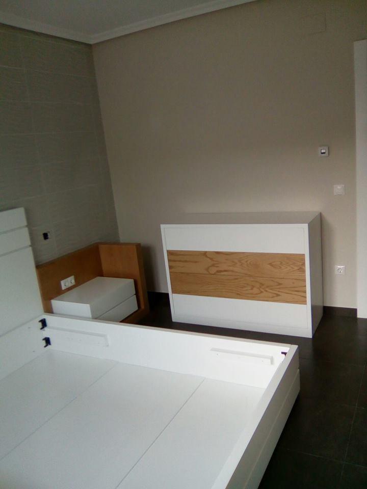 Decoración apartamento DM lacado y chapa natural de fresno @RuarteContract interiorismo decoradores decoracion viviendas casas hogar mueble 4
