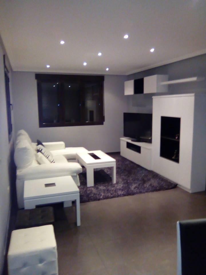 Decoración apartamento DM lacado y chapa natural de fresno @RuarteContract interiorismo decoradores decoracion viviendas casas hogar mueble