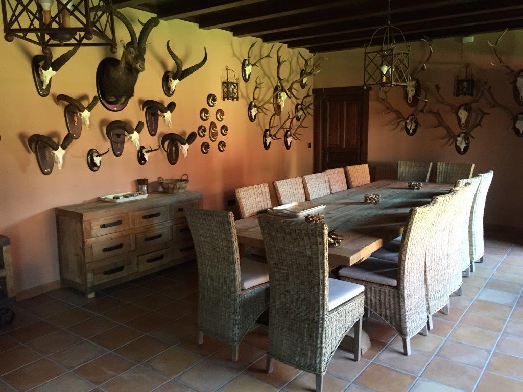 Decoración y amueblamiento finca Extremadura, interiorismo y arquitectura interior en madera 11 @RuarteContract