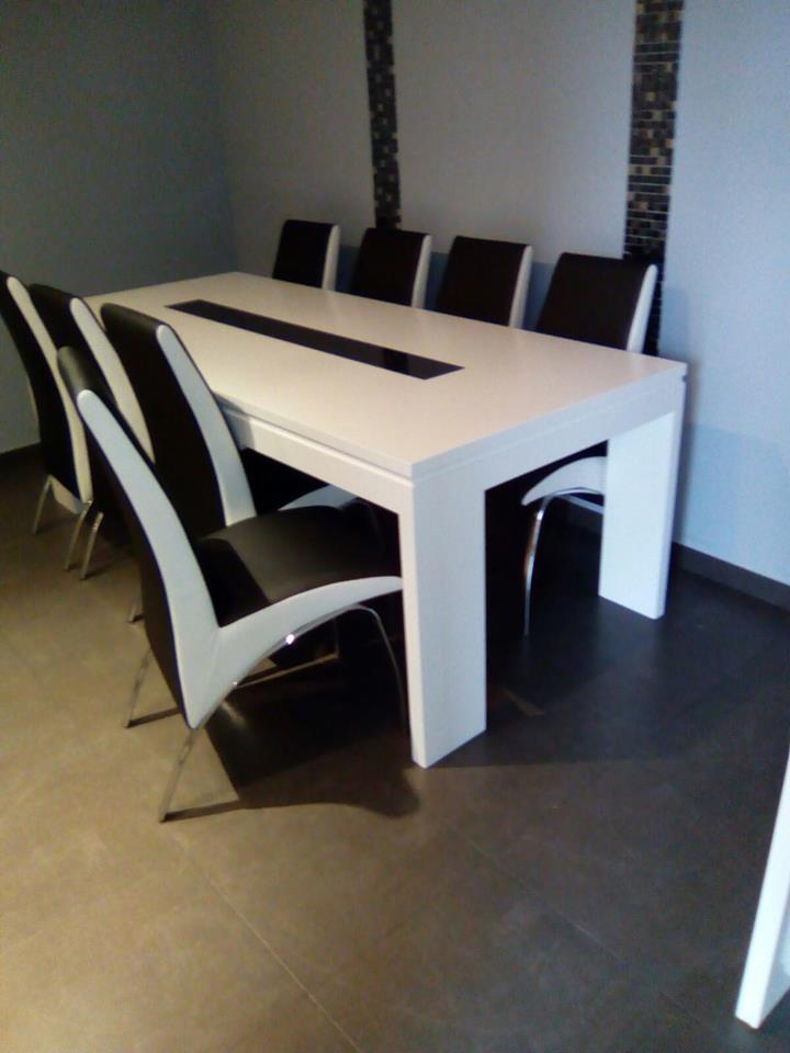 Mueble Ruarte Contract apartamento lacado y chapa de fresno natural Madrid 3