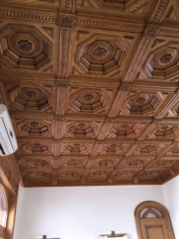 Decoración, techos artesonados, muebles y puertas en madera de fresno, vivienda de lujo Alicante #amueblamiento #interiorismo #interiores #madera 10 @RuarteContract