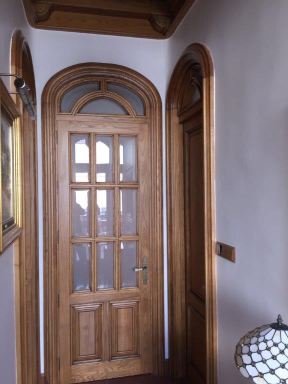 Decoración, techos artesonados, muebles y puertas en madera de fresno, vivienda de lujo Alicante #amueblamiento #interiorismo #interiores #madera 13 @RuarteContract