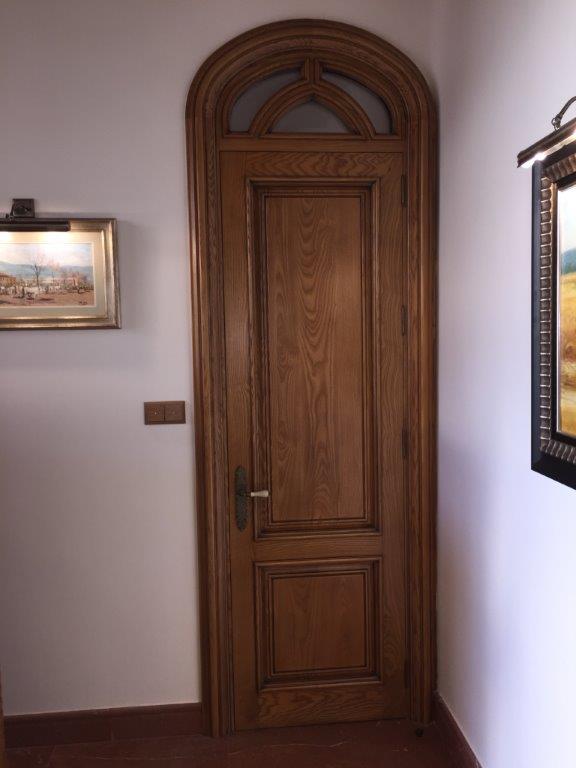 Vivienda de lujo en alicante con techos artesonados - Pintura puertas madera ...
