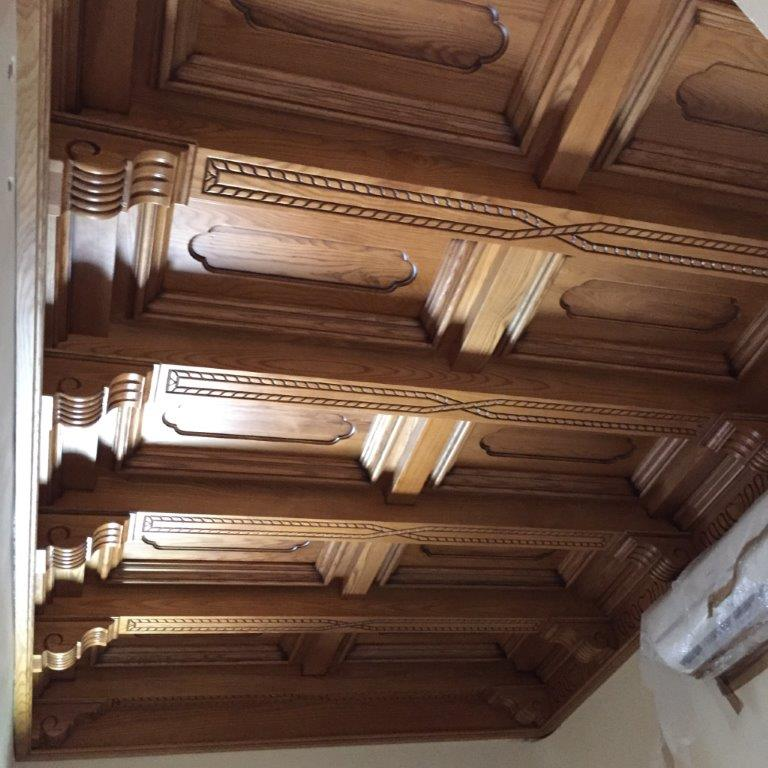 Decoración, techos artesonados, muebles y puertas en madera de fresno, vivienda de lujo Alicante #amueblamiento #interiorismo #interiores #madera 2 @RuarteContract