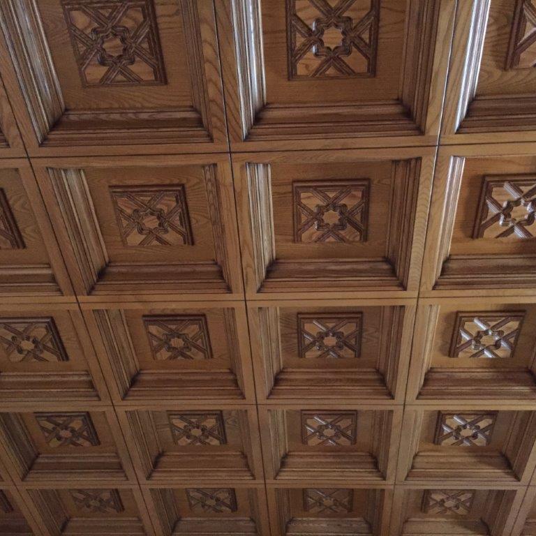 Decoración, techos artesonados, muebles y puertas en madera de fresno, vivienda de lujo Alicante #amueblamiento #interiorismo #interiores #madera 3 @RuarteContract