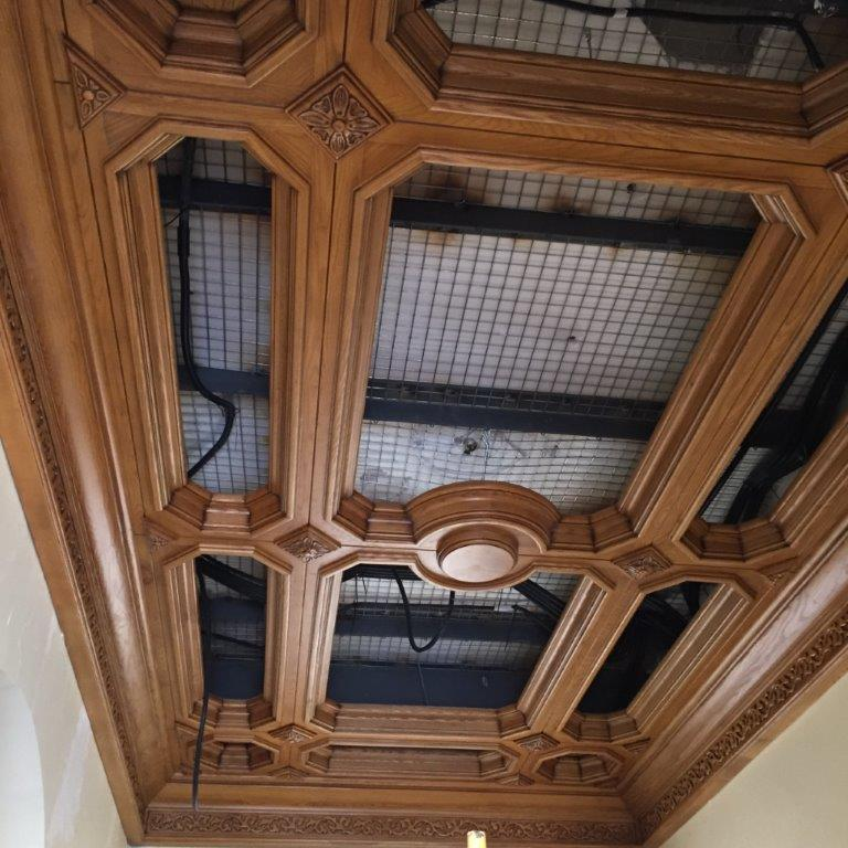 Decoración, techos artesonados, muebles y puertas en madera de fresno, vivienda de lujo Alicante #amueblamiento #interiorismo #interiores #madera 4 @RuarteContract