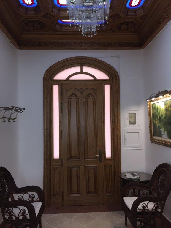 Vivienda de lujo en alicante con techos artesonados for Interiores de viviendas